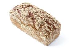 Fünfkorn Brot auf weißem Grund